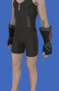 Model-Replica Sky Pirate's Gloves of Striking-Male-Hyur.png